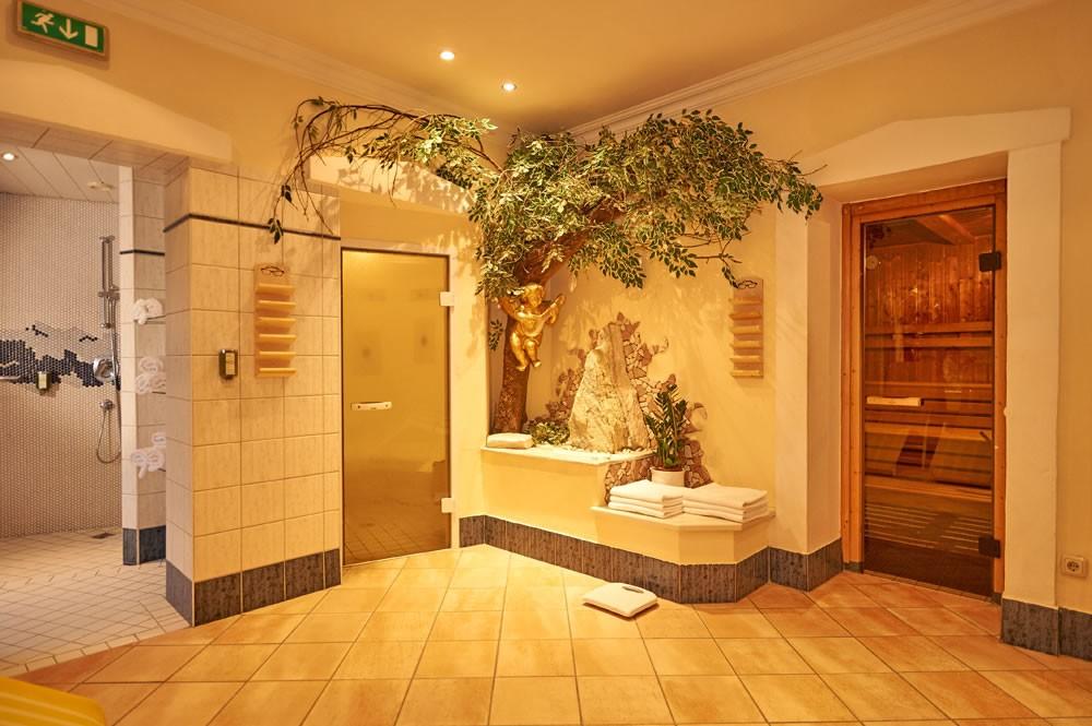 wellness mit schwimmbad wohlf hlhotel martinerhof. Black Bedroom Furniture Sets. Home Design Ideas